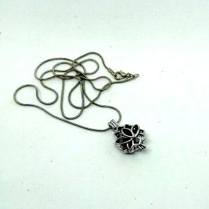 Bijoux aromatique collier Lotus pour diffuser les huiles essentielles